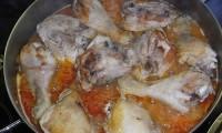pollo con cebolla y vino