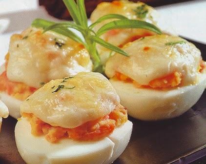 huevos en salsa de queso